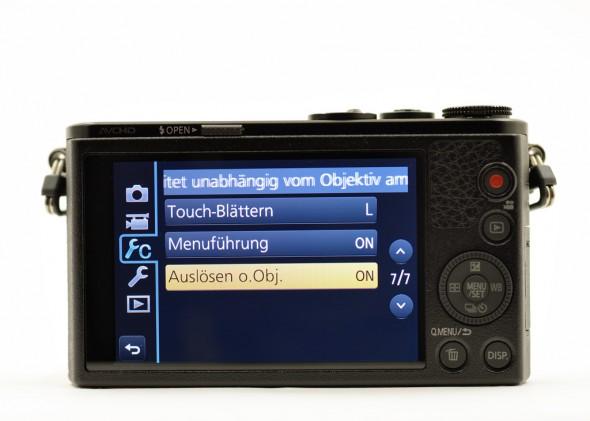 Der Monitor mit ausgereifter Touchscreen-Funktion ist das Steuerzentrum der Westentaschen-Kamera.