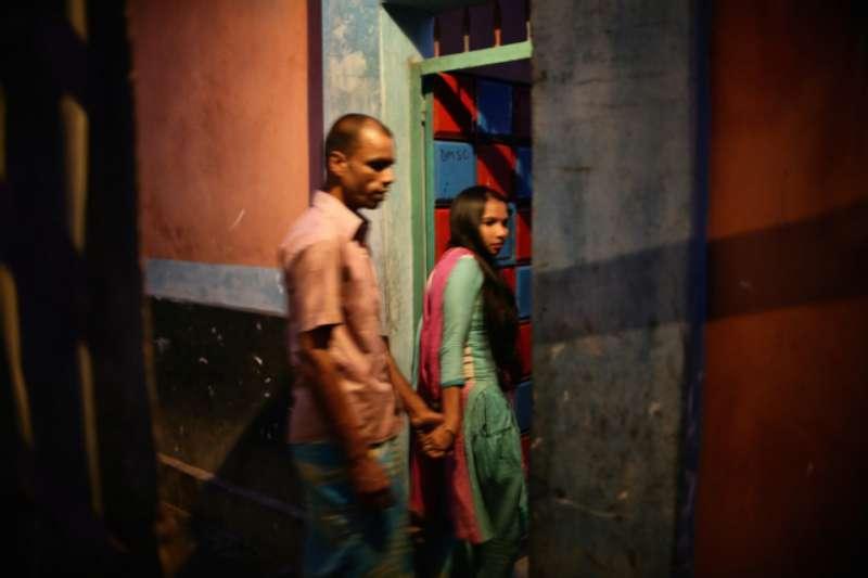 As evening falls Beauty enters her brothel with a regular customer or 'Babu'. © Souvid Datta – Sonagachi: Vanishing Girls