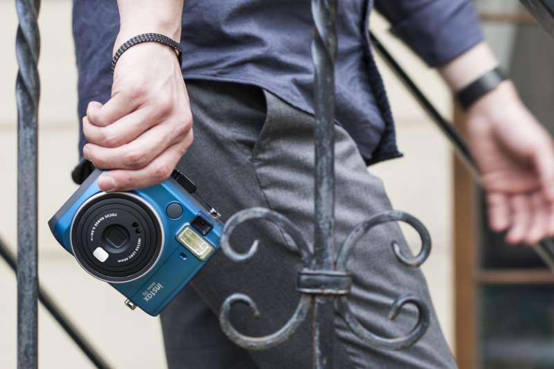 Dank ihres modernen Designs ist die Kamera auch ein Fashion-Statement.