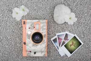 LOMO'INSTANT KYOTO EDITION Eine Instant Kamera, die an wunderschöne Sonnenuntergänge in Kyoto, Japan, erinnert.