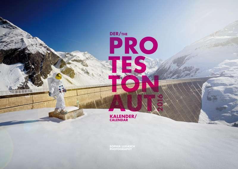 Protestonaut-Kalender 2016 – Ein Astronaut, der Denkanstöße gibt