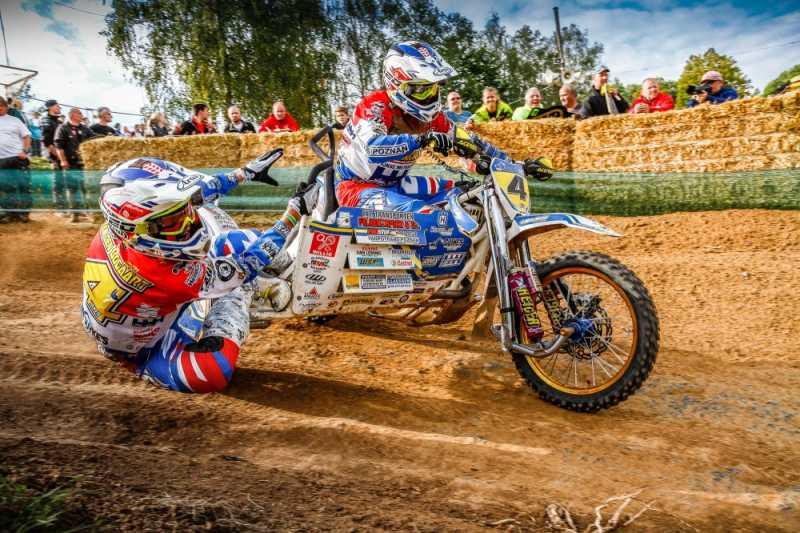 Seitenwagen Motocross: Sidecar-Cross-Action vom feinsten wurde am Wochenende 19./20. September im württembergischen Rudersberg gezeigt. Das Foto entstand im Rahmen des Seitenwagen Motocross WM Finales. Canon EOS 7D / EF-S 17-55 mm, 2.8 / 17 mm/ ISO 200 / f14/ 1/320 s. (c) Axel Köngeter