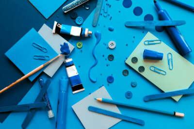 Ein Arrangement aus einfarbigen Elementen, die sich ein wenig im Ton und der Helligkeit unterscheiden. Trotz des gewissen Chaos-Faktors wirkt das Bild sehr komponiert.