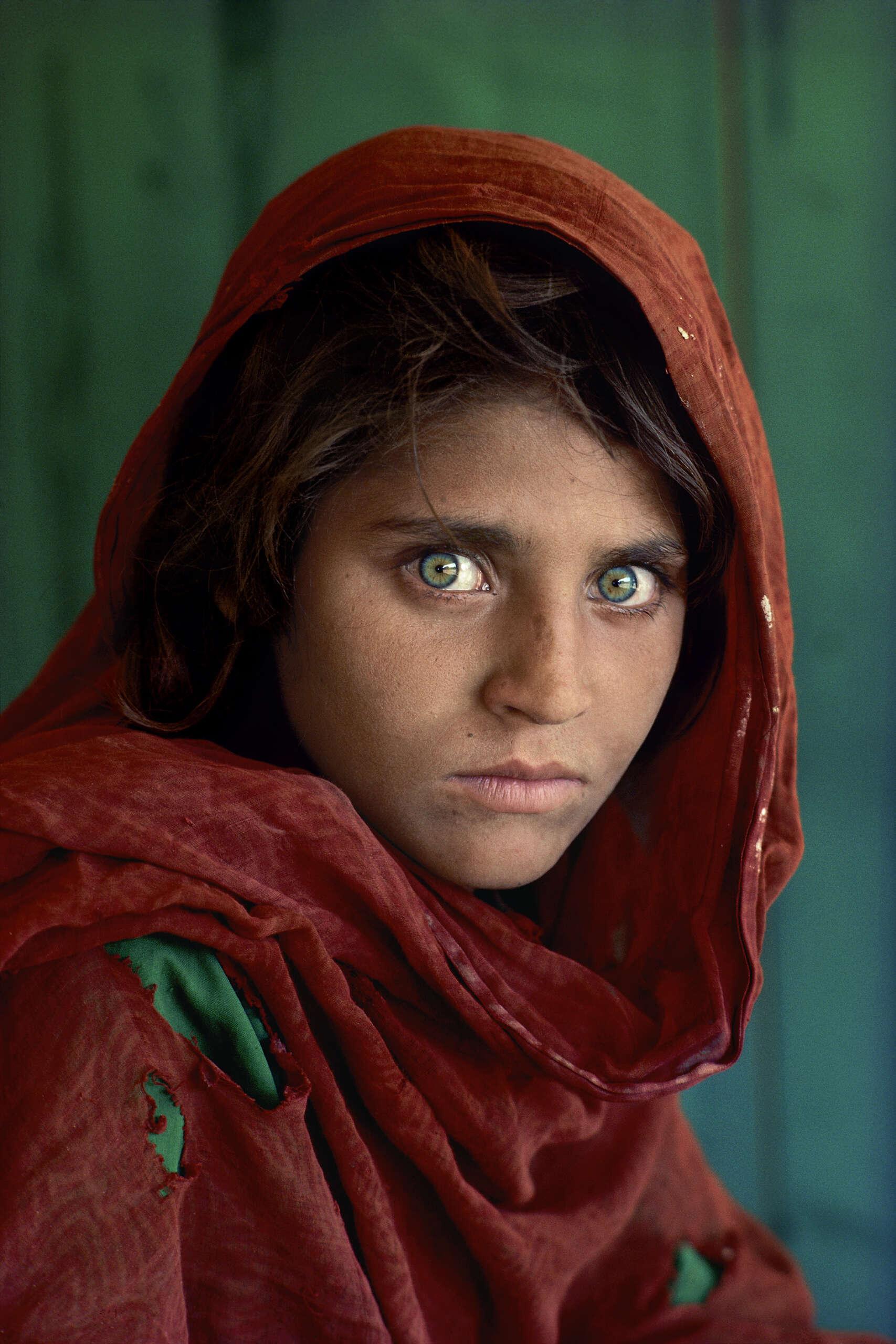 AFGHAN GIRL_The Eyes of Humanity © Steve McCurry
